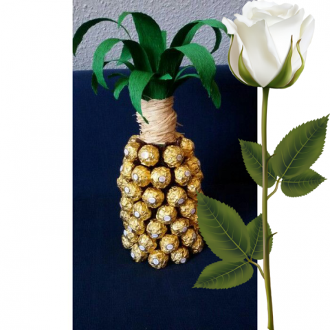 Ferrero Rocher Pineapple XL Bouquet + White Rose